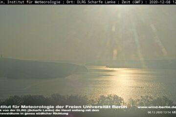 8.12.20 - 13:14 Uhr - Sonnenglanz auf der Havel und ein Segler